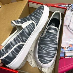 Nike Women's Toki Slip Print